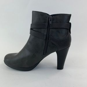 Rialto Womens Pamela Closed Toe Ankle Boot Size 7M
